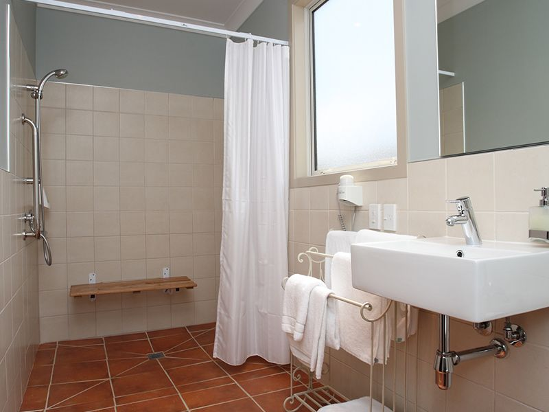 accessible-unit-bathroom