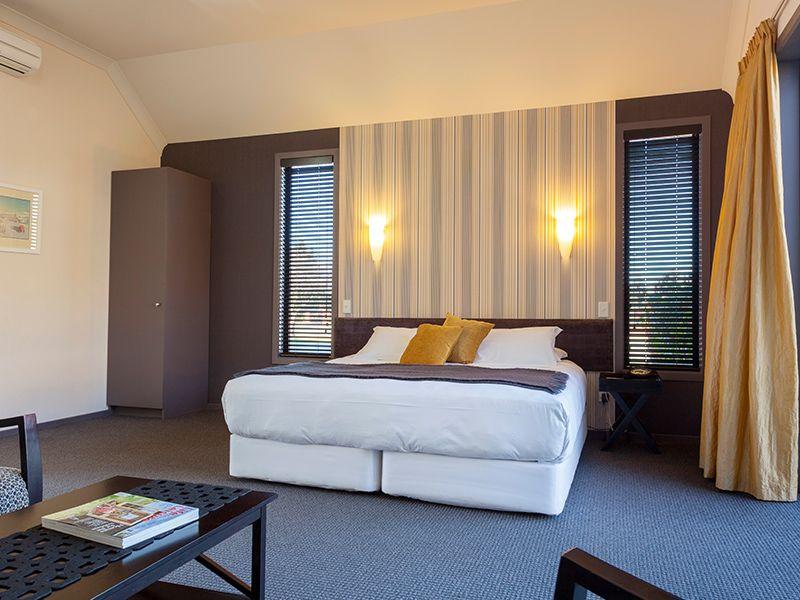 Studio spa unit bed